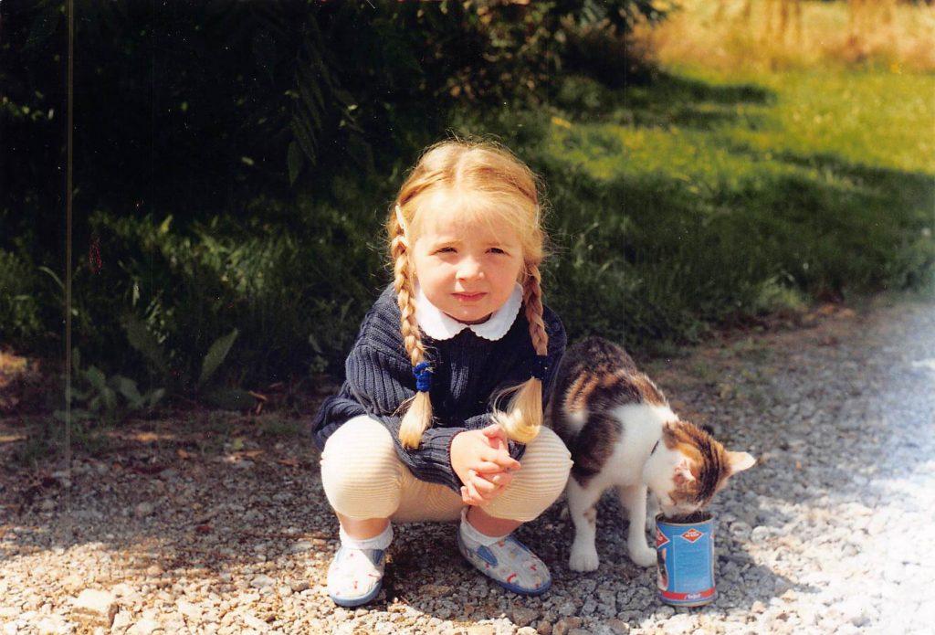 une de mes filles et mon chat Moutig